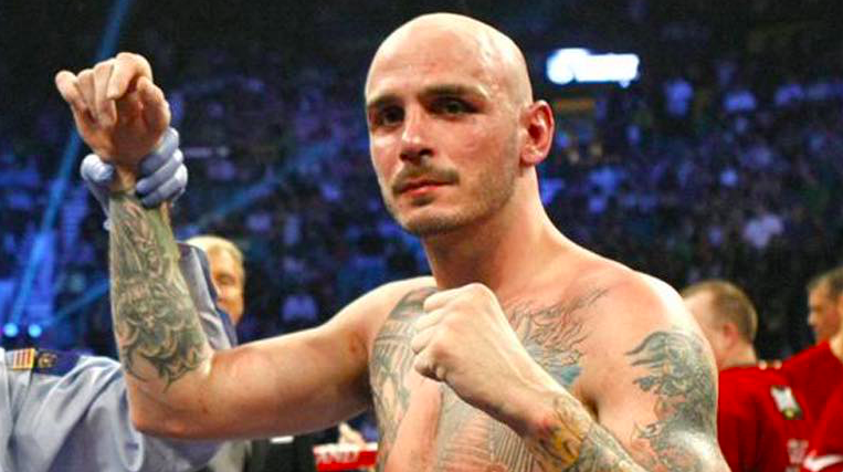 Kelly Pavlik admits he's thinking about fighting again.