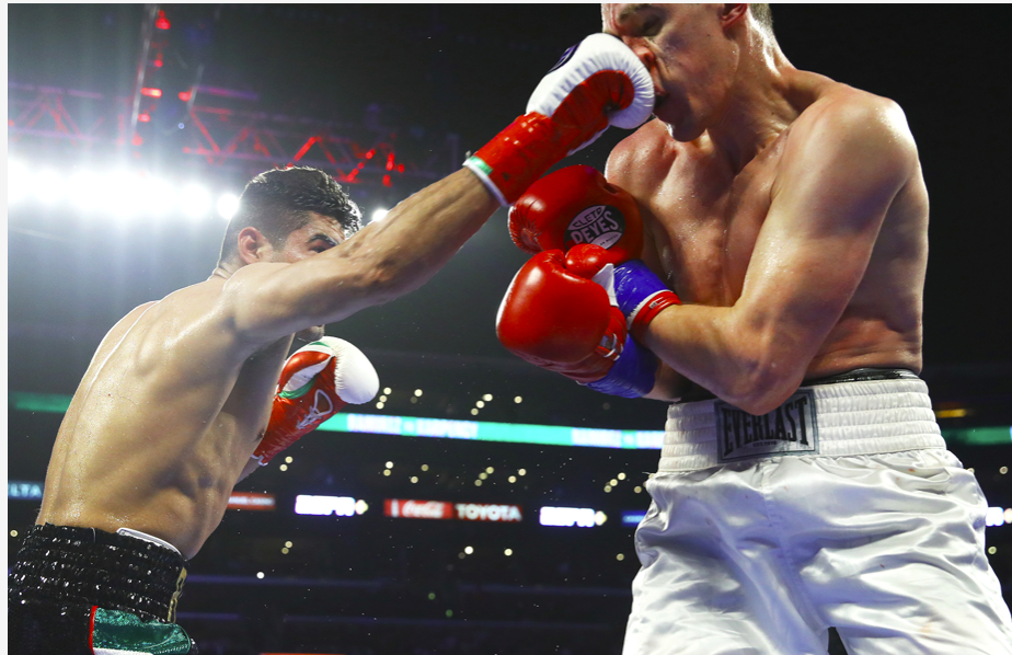 Zurdo handles Karpency with ease in his first foray at light heavyweight.