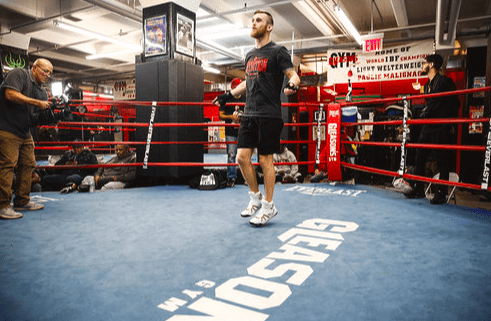 The 28-2-1 Dennis Hogan showed a stout right hand in doing pad work Wednesday at Gleason's Gym in DUMBO, Brooklyn.