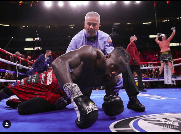 Deontay Wilder goes down in Rd. 11, giving Tyson Fury the win